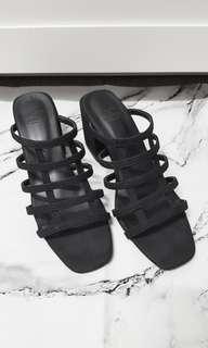 🚚 黑色鏤空高跟涼鞋