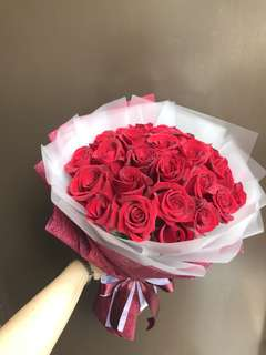 28 red roses hand bouquet