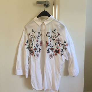 ZARA: WHITE FLOWER EMBROIDERY BLOUSE