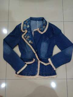 Jeans jacket with lace and embroidery designs