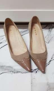 🚚 ORIN駝色麂皮尖頭跟鞋