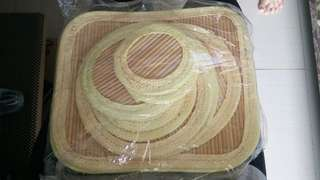 Tatakan alat makan bambu