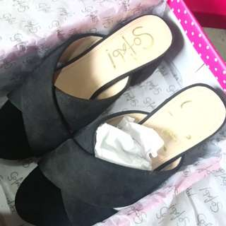 SO FAB! Marvin Heels SIZE 7 only