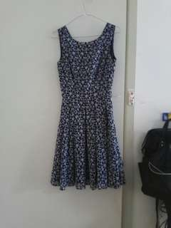 Review floral navy dress