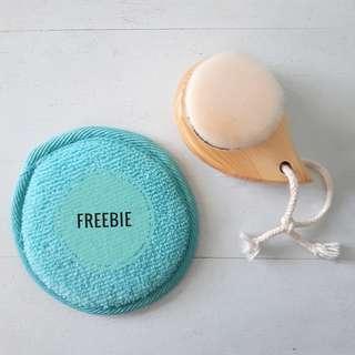 Soft Fiber Facial Brush with Freebie