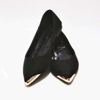COVET Gold Tip Pointed Flats
