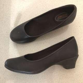 Black heels Safe Step 5.5