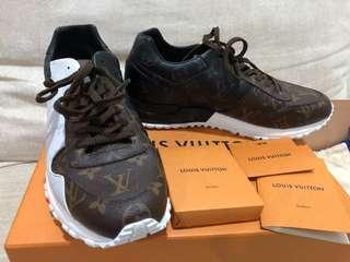Runaway sneaker