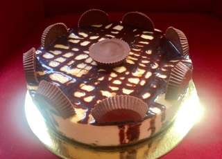 Try Our Mouth Watering Reese Chocolate Cheesecake🎂😋👌 💯Pure Cheesecake✔️ Cake Size 9x3 inch/ ph 1,400 Small Size 6x3 inch 800
