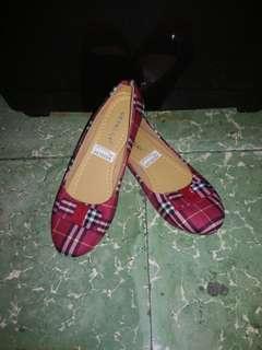 Preloved flatshoes kotak - kotak merah