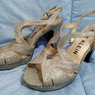 ANNE KLEIN GLITTERED-SILVER SANDALS