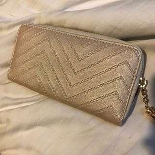 Pearl wallet