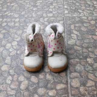 Sepatu anak barbie