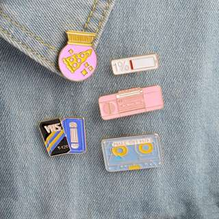 #189 tumblr pizza radio battery enamel pin | po
