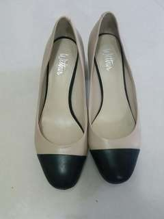 Wittner Avon two tone pumps 37