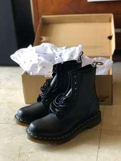 🚚 限時特價 Dr.Martens 1460 8孔 亮面靴