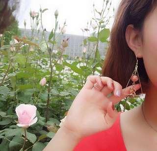 🚚 碧色三角耳環