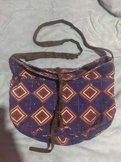 Maong sling bag