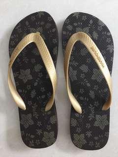 WareHouse  Brand  ~  Ladies  Slipper