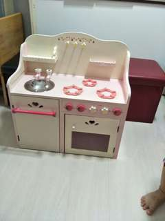 Kid wood kitchen