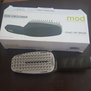 MOD Ionic Pet Brush for grooming