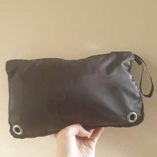 RUSHHHHHH!!! Calvin Klein Pouch Bag