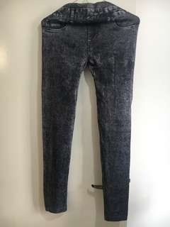 Leggings with black jeans print