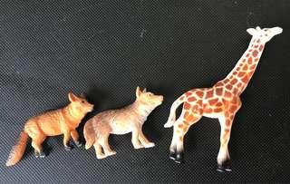 Giraffe & Wolf miniatures