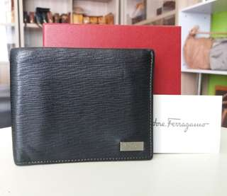 AUTHENTIC SALVATORE FERRAGAMO WALLET MADE IN ITALY GOOD CONDITION RM490 C/W BOX C.O.D USNASAPRELOVED http://www.wasap.my/60104550163