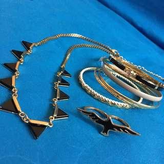 PRINCESS JASMINE LOVISA BANGLES + BLACK TRIANGLE GOLD NECKLACE + BLACK EAGLE DOUBLE FINGER RING