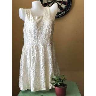 sleveless white laced dress