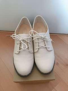 Baige Dress Shoes Size 40