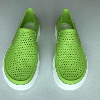 Crocs kid/ children/ boy shoes or slip-on
