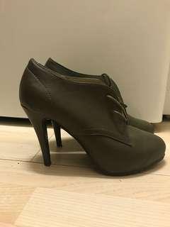 Kathryn Wilson khaki heels size 41