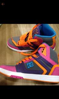 DC女運動鞋24.5