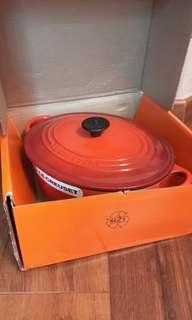 全新 Le Creuset Oval Casserole Oven ( Cherry Red ) 25cm