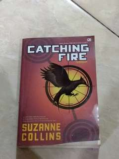 Buku SEQUEL Hunger Games / CATCHING FIRE / Bahasa Indonesia