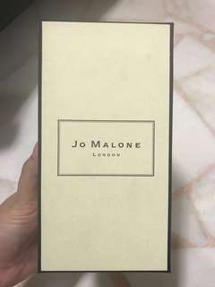 Jo Malone ( nectarine blossom & honey )