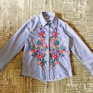 🚚 春夏新款藍條紋刺繡造型襯衫/F