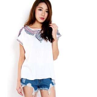 BASIC EMBROIDERED TOP