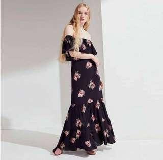 OffShoulder Maxi Dress 👗