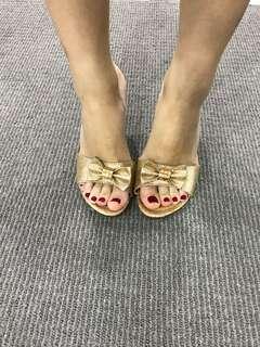 Glittering golden heel