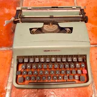 Vintage OLIVETTI Lettera 32 Typewriter || Antique Collector