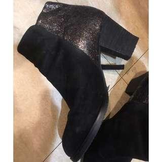 購於新光三越!黑色絨質拼接低調感豹紋黑色短靴好走跟穩粗跟日本上班面試OL