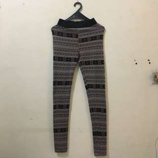 PATTERN LEGGING