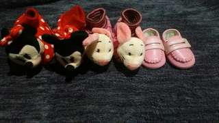 Baby girl shoes and foot socks