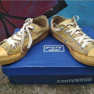 Converse  secondhand day