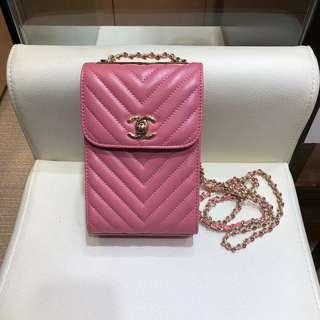 chanel 新品手機包 香奈兒專櫃同步鏈條小斜跨包,小羊皮v紋時尚小包。