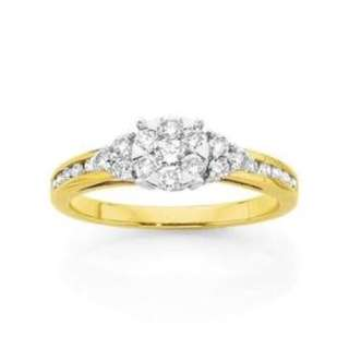 Elegant 9ct Gold Diamond Ring