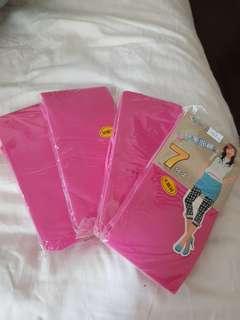 Brand new pair of 3/4 leggings in pink!